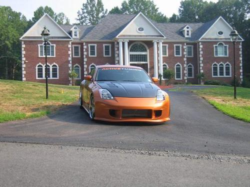 Twin turbo 350Z in front of a mansion