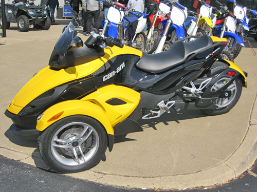 test driving the 3 wheeled brp can am spyder. Black Bedroom Furniture Sets. Home Design Ideas